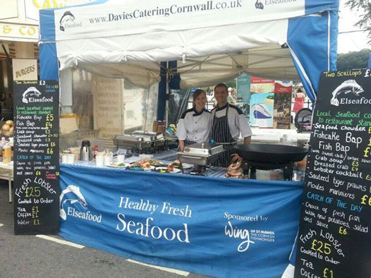 Seafood stall with half height panel